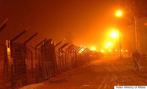 위성사진에 포착된 인도-파키스탄 국경의 모습