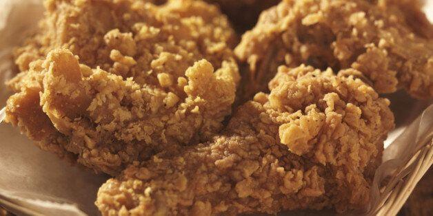 생닭 값은 14% 내렸는데 치킨은 2만원에 육박하는
