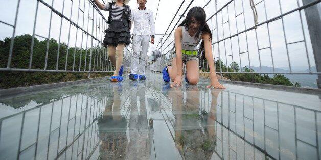 중국이 투명유리 다리를 또