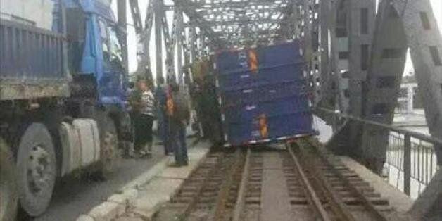압록강대교 트럭사고로 철로