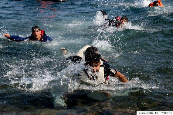 지중해 난민보트 전복 : 13명 사망, 20여명