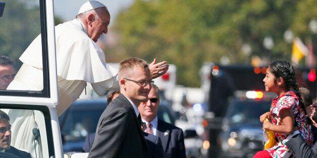 5살 소녀, 교황에게 '그림편지'를 전달하다(사진,