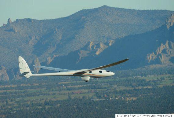 엔진 없는 글라이더가 역사적인 첫 비행을