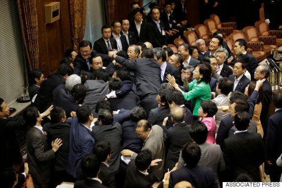 일본 집단자위권법 참의원 소위 통과, 성립