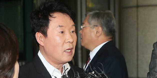 가수 송대관에 수사상황 알려준 전직 경찰관