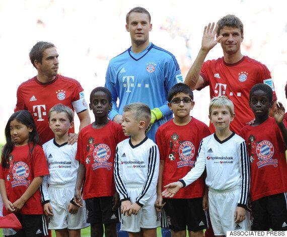 시리아 난민 어린이들과 함께 구장에 나온 바이에른 뮌헨의