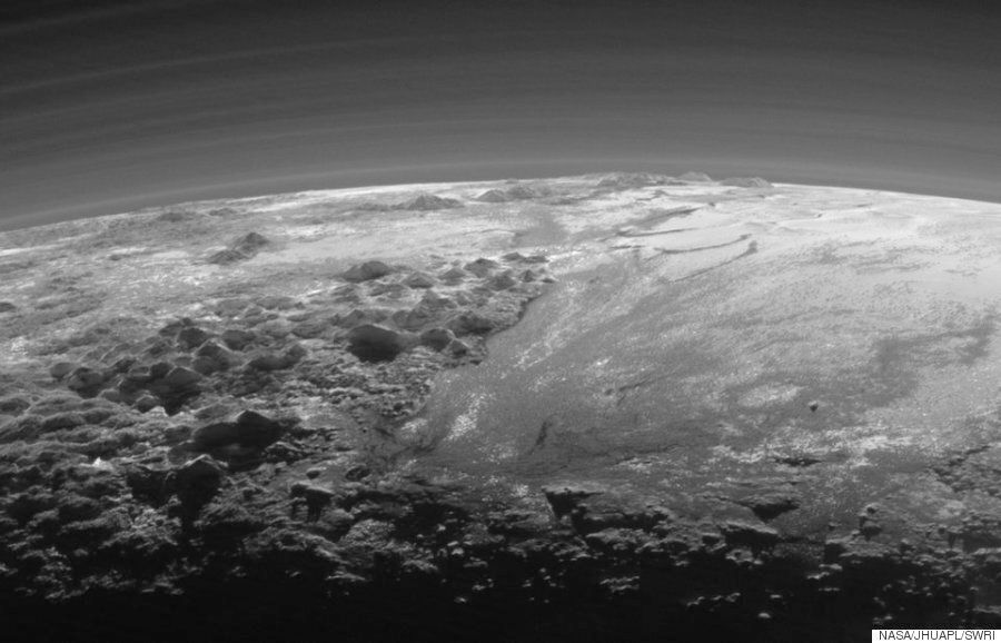 명왕성의 경이로운 일몰을
