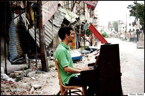 시리아의 '피아노맨'도 끝내 피란길에 올랐다(사진,