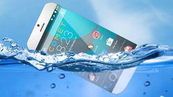 물에 뜨는 스마트폰을