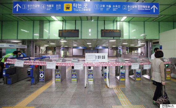 40m 크레인 선로 덮쳐 인천∼부천역 전철 전면