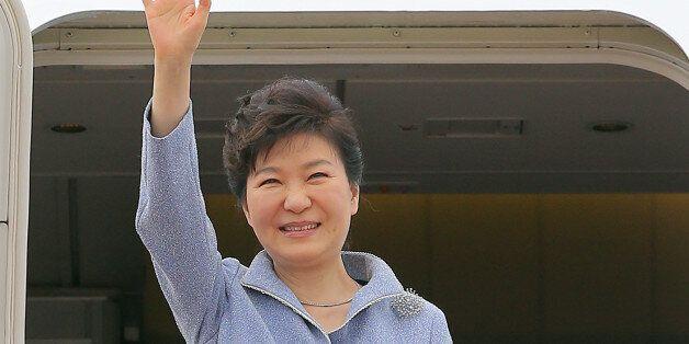 [화보] 박근혜 대통령, 전승절 참석 위해 중국으로 출국 : 오늘 시진핑과