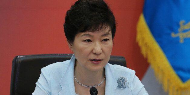 박근혜 대통령이 1일 청와대에서 열린 국무회의에서 모두발언하고