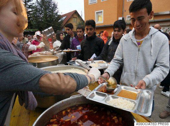 난민 수천명을 생일파티에 초대한 오스트리아