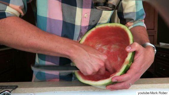 수박의 껍질만 벗겨내 알처럼 만드는
