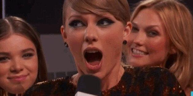 테일러 스위프트는 VMA 생방송 도중 정말 방귀를