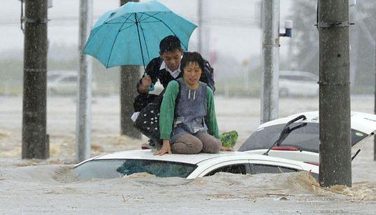 태풍 '아타우' 강타에 일본 25만명 피난 권고(사진,