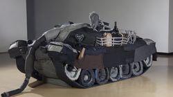 허보리 작가가 넥타이로 실물 크기의 탱크를 만든