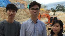 소설가 김영하가 개나리 언덕의 굴착기와 싸우는