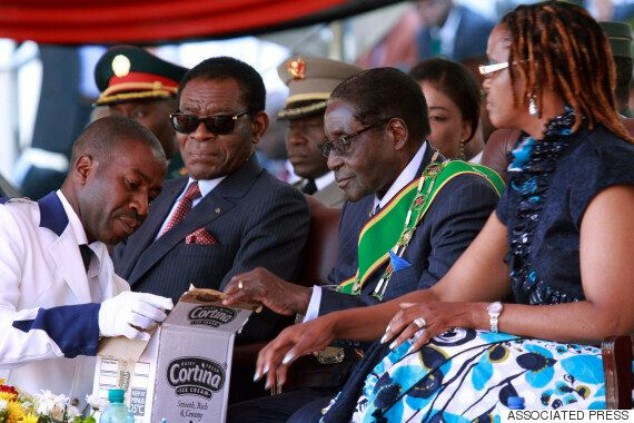 짐바브웨는 극단적으로 가난한 국가다. 그러나 무가베 대통령은 아이스크림 회사를