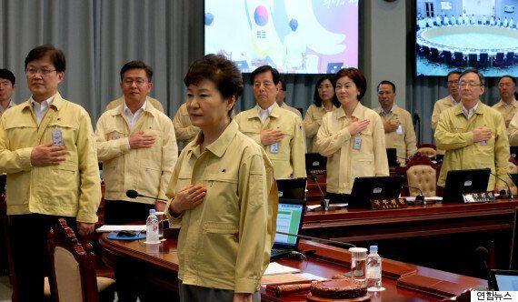 청와대, 지하벙커에서 북한군 포격 관련 긴급 NSC 상임위