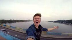 기차 지붕 위에 무임승차한 러시아
