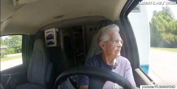 아마도 전 세계에서 가장 나이가 많은 앰뷸런스 운전사