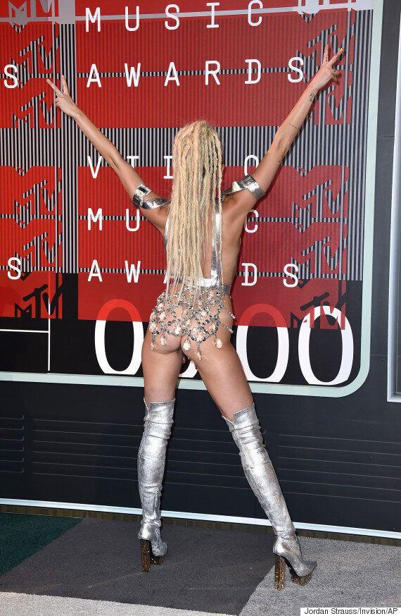 마일리 사이러스, VMA 시상식에서 (거의)