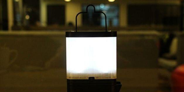 가난한 농촌에 불을 밝혀주는 소금물 램프(사진,