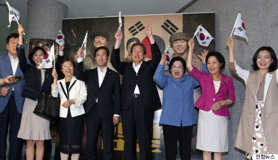 김무성, '암살' 상영회에서 대한독립만세를