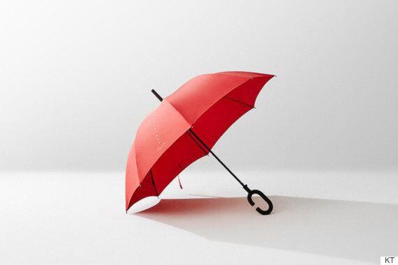 우산을 쓰고도 스마트폰 조작을 할 수 있는
