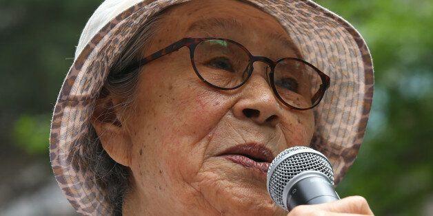 5일 오후 서울 종로구 일본대사관 앞에서 열린 일본군 '위안부' 문제 해결을 위한 제 1190차 정기 수요집회에서 김복동 할머니가 자유발언을 하고