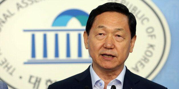 새정치민주연합 김상곤 혁신위원회 위원장이 9일 오전 국회 정론관에서 제7차 혁신안으로 '청년 혁신안'에 대해 발표하고