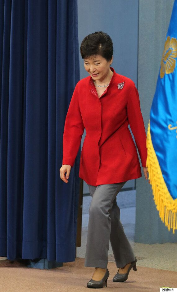 대통령이 오늘도 '열정의 색깔'인 빨간 옷을 입은 거창한