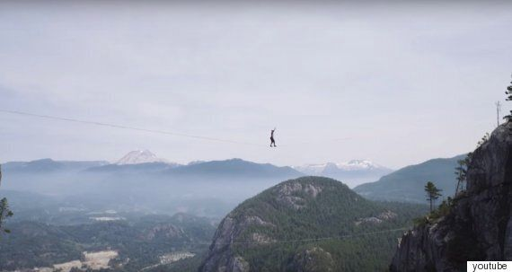 290m 절벽 슬랙라이닝(외줄타기)에 성공하는 오금저리는 동영상을