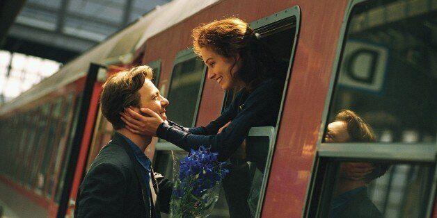눈에서 멀어져도 마음에서 멀어지지 않는 장거리 연애의
