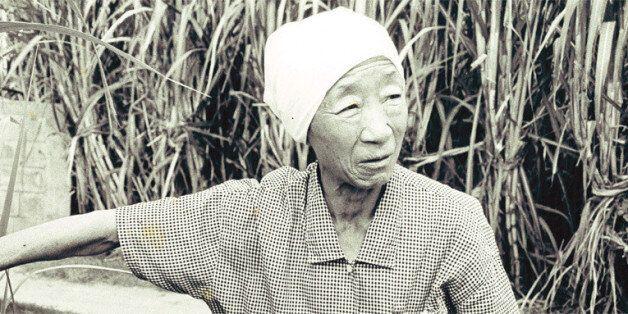 할머니의 말년을 가족같이 돌봤던 재일본조선인총연합회(총련) 오키나와 지부의 일꾼이었던 김수섭(74), 김현옥(73)씨 부부와 함께 나들이를 갔다가 찍은 사진. 사진 김수섭씨 부부