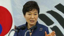 박 대통령, 공무원들에게 '긍지'를