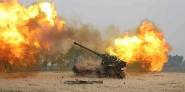 군, 북한 자주포 갱도 파괴 더 어렵게