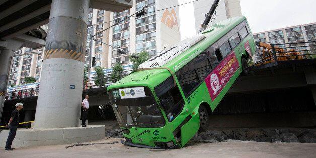 상계역 근처에서 시내버스가 하천으로