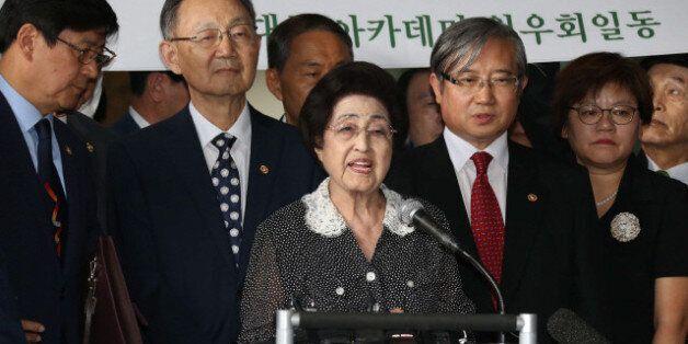 정부, 이희호 방북 당일 북에 별도 '전통문'