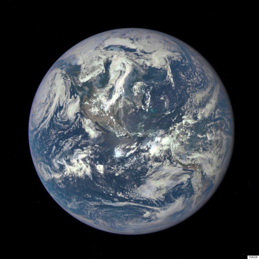 햇빛이 비치는 부분의 지구 사진이 사상 처음으로