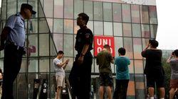 '유니클로 탈의실 섹스' 커플에 중국 내 여론