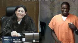 그 판사가 아는 사람을 또 법정에서