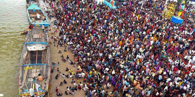 인도 힌두 축제서 압사사고로 최소 27명
