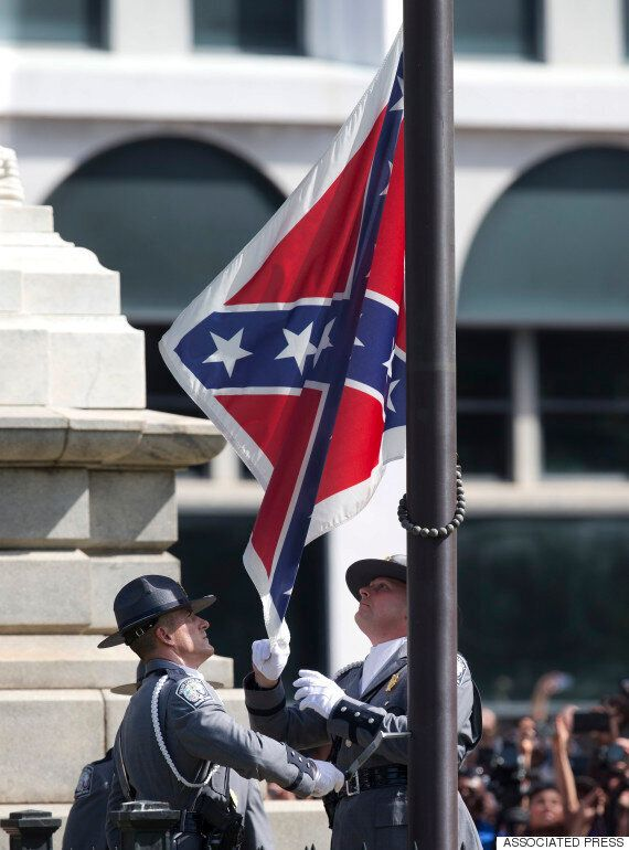 인종차별 논란을 부른 남부연합기가 철거되는