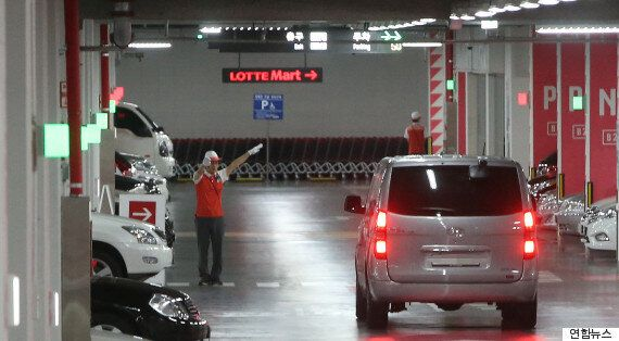 제2롯데월드, 주차예약제 폐지 이후 방문객 12%