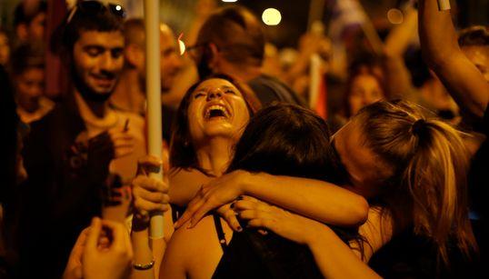 그리스 국민들, 긴축안을 반대하다 : '반대'