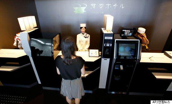 일본엔 공룡이 체크인을 받는 '로봇호텔'이