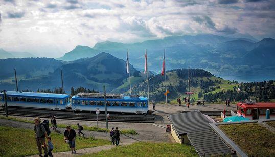 스위스를 여행할 때 꼭 타야 할 테마 열차