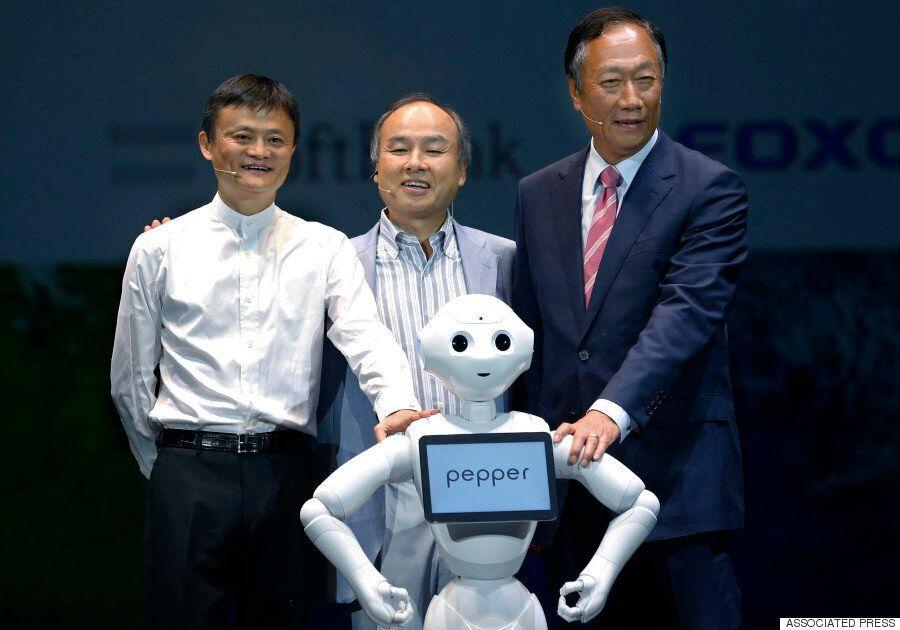 일본 소프트뱅크, 인간형 로봇 '패퍼' 시판 (사진,